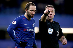 Chelsea's Gonzalo Higuain (left) speaks to Referee Paul Tierney during the Premier League match at Stamford Bridge, London.