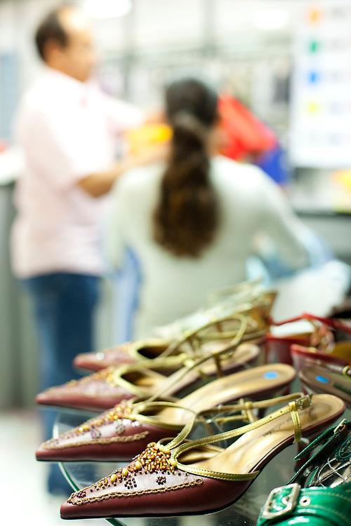 Uberlandia_MG, Brasil...Comercio calcadista de Uberlandia, Minas Gerais. Na foto, a loja que comercializa bolsas e sapatos com a sua marca...The footwear commerce in Uberlandia, Minas Gerais. In this photo the shoes store...Foto: BRUNO MAGALHAES / NITRO