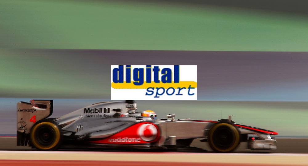 MOTORSPORT - F1 2012 -  BAHRAIN GRAND PRIX - SAKHIR (BHR) - 19 TO 22/04/2012 - PHOTO : FRANÇOIS FLAMAND / DPPI - <br /> HAMILTON LEWIS (GBR) - MCLAREN MERCEDES MP4-27 - ACTION
