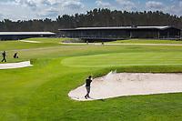's Gravenwezel -  Antwerp International Golf & Country Club Rinkven . green hole 18 noord , clubhuis.  COPYRIGHT KOEN SUYK