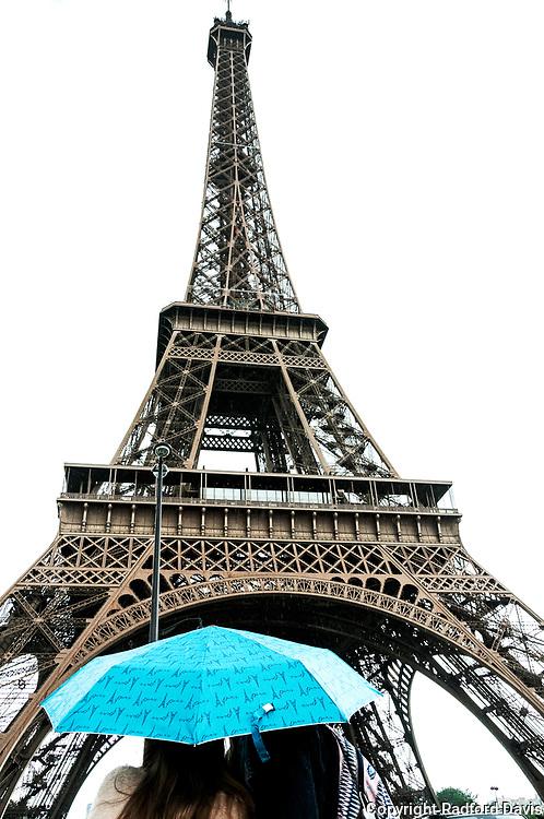 Lovers in rain, Paris, France. Eiffel Tower.