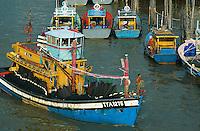 Malaisie, état du Pahang, Kuantan, bateaux et maisons sur pilotis dans le port // Malaysia, Pahang state, Kuantan, return from fishing