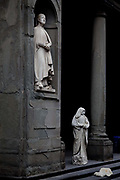 Human statue outside the Uffizi gallery, Florence<br /> The Uffizi Gallery is a museum in Florence, Italy. It is one of the oldest and most famous art museums of the Western world.<br /> The narrow courtyard between the Uffizi's two wings creates the effect of a short, idealized street;