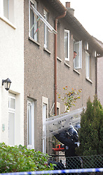 Police Scotland officers in riot gear end the domestic seige in a house in Lomond Crescent Dunfermline peacefully and take one person into custody<br /> (c) David Wardle   Edinburgh Elite media