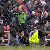 Photo: Jed Wee.<br />Sunderland v Fulham. The Barclays Premiership. 08/04/2006.<br />Referee Mike Riley (R) discusses the possibility of abandoning the match with Fulham manager Chris Coleman.