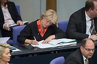 17 FEB 2016, BERLIN/GERMANY:<br /> Monika Gruetters, CDU, Kulturstaatsministerin im Bundeskanzleramt, schreibt in Ihre Unterlagen, Plenum, Deutscher Bundestag<br /> IMAGE: 20160217-03-039<br /> KEYWORDS: Debatte, schreiben, Akten