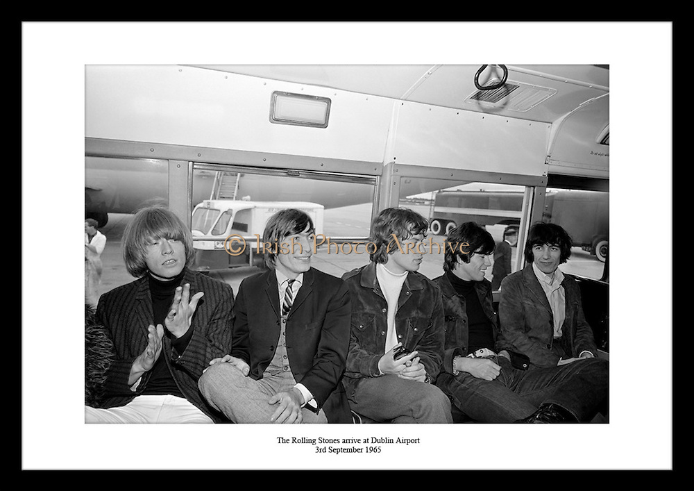 The Rolling Stones, et av verdens mest anerkjente rockeband, turnerte i 1965 i Irland. Finn bilder.av de kjente artistene hos Irish Photo Archive med deres originale line up: Brian Jones, Ian.Stewart, Mick Jagger, Keith Richards, Bill Wyman, Charlie Watts.