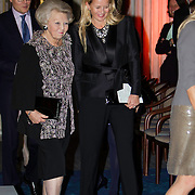Uitreiking van de Prins Claus Prijs 2014 n het Koninklijk Paleis in Amsterdam.<br /> <br /> Presentation of the Prince Claus Award in 2014 n the Royal Palace in Amsterdam.<br /> <br /> op de foto / On the photo: Prinses Mabel en prinses Beatrix / Princess Mabel and Princess Beatrix