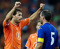 Fotball<br /> Nederland<br /> Foto: ProShots/Digitalsport<br /> NORWAY ONLY<br /> <br /> Nederland - Andorra , 07-09-2005 , wk kwalificatie , 4-0 , ruud van nistelrooy viert de 4-0 voor de neus van antoni lima
