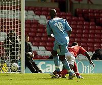 Fotball<br /> Championship 2004/05<br /> Nottingham Forest v West Ham¨<br /> 26. september 2004<br /> Foto: Digitalsport<br /> NORWAY ONLY<br /> West Ham's former Forest player Marlon Harewood grabs the first goal of the game