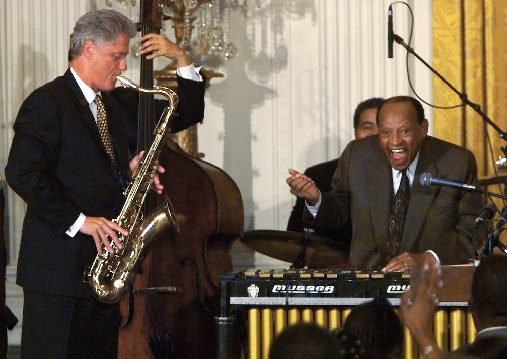 WAS96:CLINTON-HAMPTON:WASHINGTON,DC,23JUL98 - President Clinton plays the saxaphone for an impressed Lionel Hampton (r) at a celebration of the jazz great's 90th birthday at the White House July 23.  rtw/Photo by Rick Wilking  REUTERS