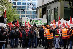 April 7, 2017 - Paris 8e, France - RASSEMBLEMENT DES SALARIÉS DE FESSENHEIM DEVANT LE SIEGE EDF PENDANT LE CONSEIL D ' ADMINISTRATION. ILS SONT OPPOSÉS A LA FERMETURE DU SITE # MANIFESTATION CONTRE LA FERMETURE DE LA CENTRALE DE FESSENHEIM (Credit Image: © Visual via ZUMA Press)