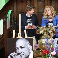 """Nederland, Amsterdam , 1 juni 2014.<br /> Zondagmiddag is Wubbo Ockels herdacht bij een dienstin de Amsterdamse Westerkerk. De ruimtevaarder overleed op 18 mei van dit jaar.<br /> Bij de herdenking warenzo'n 800 genodigden aanwezig zijn om het leven van Ockels te vieren. Hij werd 26 mei al in besloten kring begraven, maar Wubbo heeft voor zijn dood aangegeven een groots afscheid te willen. """"Het wordt dan ook geen dienst van herdenken maar van vieren"""", aldus de organisatie.<br /> Op 30 oktober 1985 maakte Wubbo Ockels als eerste Nederlander een vlucht door de ruimte. Tot aan zijn dood in 2014 was hij hoogleraar Aerospace for Sustainable Science and Technology aan de faculteit Lucht- en Ruimtevaart van de TU Delft.<br /> Op de foto:enkele jonge sprekers van Plan Groen tijdens de dienst over Wubbo Ockels<br /> Foto:Jean-Pierre Jans"""