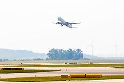 THEMENBILD - eine AUA Maschine startet am Flughafen Wien, aufgenommen am 1. Juni 2018 in Schwechat, Österreich //  the plane of Austrian Airlines is starting at the Vienna International Airport in Schwechat, Austria on 2018/06/01, EXPA Pictures © 2018, PhotoCredit: EXPA/ Sebastian Pucher