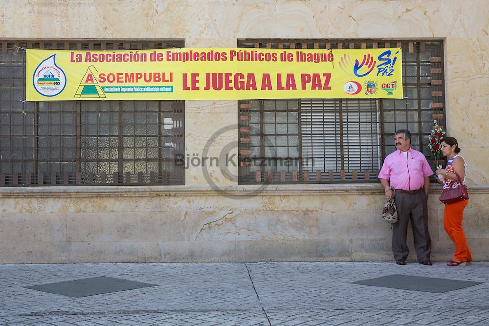 Ibagué, Tolima, Colombia - 08.09.2016        <br /> <br /> Banner of the campaign for the peace agreement between the Colombian government and the FARC. On 2nd October a peace referendum takes place about the end of the 52 years ongoing civil war between the marxist FARC-EP guerrilla and the government.<br /> <br /> Plakat der Kampagne fuer den Friedensvertrag zwischen der kolumbianischen Regierung und der FARC. Am 02. Oktober findet eine Volksabstimmung über das Ende des seit 52 Jahren dauernden Bürgerkrieges zwischen der marxistischen FARC-EP Guerilla und der Regierung statt.<br /> <br /> Photo: Bjoern Kietzmann