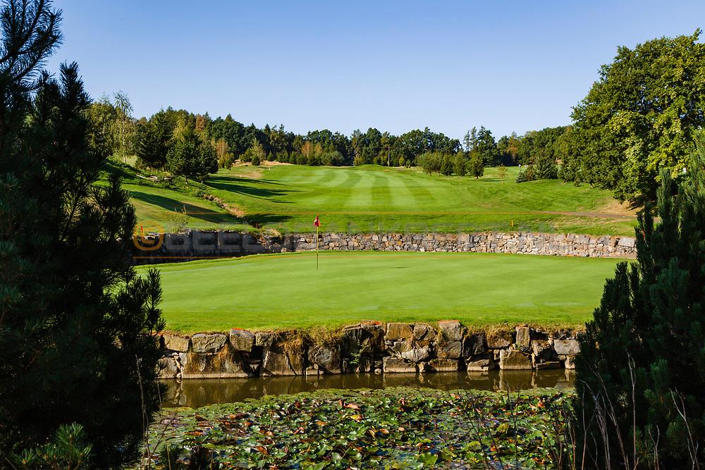 19-09-2015: Golf & Spa Resort Konopiste in Benesov, Tsjechië.<br /> Foto: Green van de negen van Golf d'Este