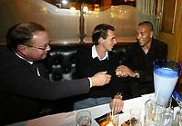 Fotball, 06. november 2005 , NISO - galla ,  årets spiller i Tippeligaen , John Carew gratuleres av Claus Lundekvam og agent Per A. Flod