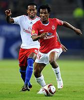 Fotball<br /> Tyskland<br /> Foto: Witters/Digitalsport<br /> NORWAY ONLY<br /> <br /> 01.10.2009<br /> <br /> v.l. Ze Roberto HSV, Samuel Yeboah<br /> <br /> Europa League Hamburger SV - Hapoel Tel Aviv