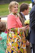 Her Majesty the queen and members of the royal family celebrate Saturday 29 April 2006 Queensday in the province flevoland in the cities  Zeewolde and almere.<br /> <br /> Hare Majesteit de Koningin en leden van de Koninklijke Familie vieren zaterdag 29 april 2006 Koninginnedag mee in de provincie Flevoland en wel in Zeewolde en Almere.<br /> <br /> On the Photo / Op dce foto: Arrival of Princess Laurentien in Almere / Aankomst van Princes Laurentien in Almere