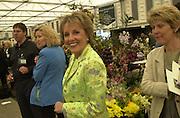 Esther Rantzen. Chelsea Flower Show press preview day. 21 <br />May 2001 . © Copyright Photograph by Dafydd Jones 66 Stockwell Park Rd. London SW9 0DA Tel 020 7733 0108 www.dafjones.com
