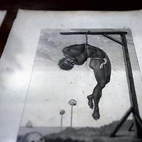 """Nederland. Amsterdam. 23 april 2013..Presentatrice Noraly Beyer opent dinsdag de tentoonstelling 'Swart op de Gracht' in Museum Geelvinck in Amsterdam. In deze tentoonstelling wordt stilgestaan bij de afschaffing van de slavernij, dit jaar precies honderdvijftig jaar geleden, en er wordt gekeken naar de historische relatie van de grachtengordel met de slavenhandel..Het jaar 2013 is niet alleen het Jaar van de Grachtengordel, maar ook het jaar waarin herdacht wordt dat in Suriname en de Nederlandse Antillen honderdvijftig jaar eerder de slavernij werd afgeschaft. Voor Museum Geelvinck was dit aanleiding om zijn historische relatie tot het slavernijverleden te onderzoeken..Op de foto Dunya Verwey  curator van Museum Geelvinck Hinlopen Huis in de expositieruimte. The exhibition """"Black on the Canal """" at Museum Geelvinck in Amsterdam. This exhibition is devoted to the abolition of slavery. The former residents of the building have become rich through the slave trade. The curator Dunya Verwey ."""
