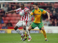Photo: Paul Thomas.<br /> Stoke City v Norwich City. Coca Cola Championship. 28/10/2006.<br /> <br /> Ricardo Fuller (L) of Stoke keeps the ball from Jason Shackell.