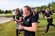 17-05-2015 NGF Competitie 2015, Hoofdklasse Heren - Dames Standaard - Finale, Golfsocieteit De Lage Vuursche, Den Dolder, Nederland. 17 mei. Dames Noordwijkse: Noelle Beijer , feesten na de overwinning.