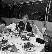 Estie Campbell, Chuck Scarborough and Anne Scarborough. H.B.O. party, East Hampton. © Copyright Photograph by Dafydd Jones 66 Stockwell Park Rd. London SW9 0DA Tel 020 7733 0108 www.dafjones.com