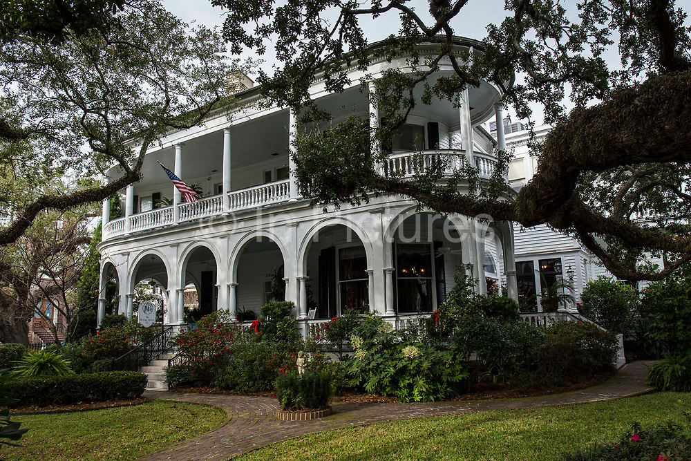The Two Meeting inn. Historic Charleston housing  and architecture during the Christmas festivities, South Carolina, USA.