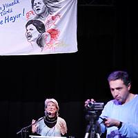 Nederland, amsterdam , 6 maart 2011..Wethouder Andree van Es spreekt tijdens de vrouwendagviering in podium Mozaiek over de positie van de vrouw en in het bijzonder over de positie van de Turkse en Marokkaanse vrouw in de Nederlandse maatschappij..Foto:Jean-Pierre Jans