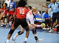 Håndball<br /> VM 2011<br /> Norge v Angola<br /> 07.12.2011<br /> Foto: imago/Digitalsport<br /> NORWAY ONLY<br /> <br /> Isabel FERNANDES, ANG und Karoline Dyhre BREIVANG