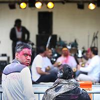 Nederland, Amsterdam , 8 maart 2012..Subh holi feest op het Anton de Komplein in Amsterdam Zuid Oost..Het Holifeest, Holi-Phagwa of Phagwa, Phagawa, Phaguaa is een Hindoeïstisch feest dat jaarlijks rond de maand maart gevierd wordt en in feite een combinatie is van een lentefeest, een feest van de overwinning van het goede op het kwade en een Nieuwjaarsfeest.Foto:Jean-Pierre Jans