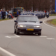 Overbrengen overleden prinses Juliana van paleis Soestdijk naar Noordeinde, , KLPD, communicatiewagen, commandowagen