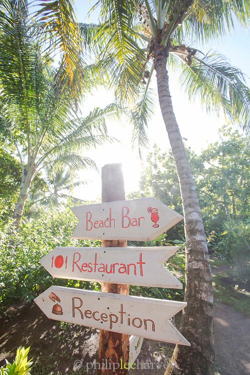 Directional sign pointing to the beach bar, restaurant and hotel reception, Yemaya Island Hideaway Spa, Little Corn Island, Nicaragua