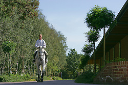 Lansink Jos, (BEL), Cavalor Cumano<br /> Ten huize van Jos Lansink<br /> Ellikom 2004<br /> Photo © Hippo Foto