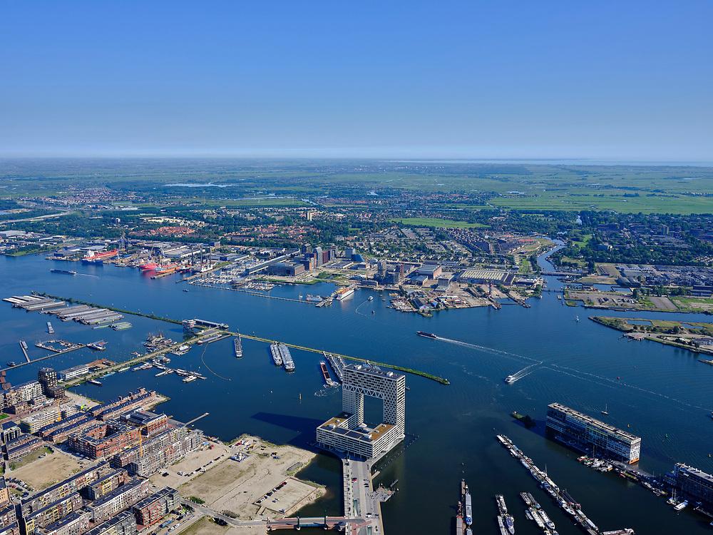 Nederland, Noord-Holland, Gemeente Amsterdam; 02-09-2020; zicht op het IJ met De Pontsteiger met links Amsterdam Houthavens. Zicht op het IJ en Amsterdam-Noord: IJ-oevers, Buiksloterham, NDSM-terrein.<br /> View of the IJ with Pontsteiger with Amsterdam Houthavens on the left. View of the IJ and Amsterdam-Noord: IJ banks, Buiksloterham, NDSM site.<br /> <br /> luchtfoto (toeslag op standaard tarieven);<br /> aerial photo (additional fee required)<br /> copyright © 2020 foto/photo Siebe Swart