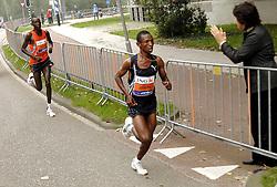 15-10-2006 ATLETIEK: MARATHON AMSTERDAM: AMSTERDAM<br /> Fabiano Joseph (TAN)<br /> ©2006: WWW.FOTOHOOGENDOORN.NL