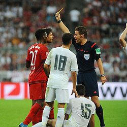 05.08.2015, Allianz Arena, Muenchen, GER, AUDI CUP, FC Bayern Muenchen vs Real Madrid, im Bild Gelbe Karte, Verwarnung fuer Xabi Alonso (FC Bayern Muenchen) // during the 2015 Audi Cup Match between FC Bayern Munich and Real Madrid at the Allianz Arena in Muenchen, Germany on 2015/08/05. EXPA Pictures © 2015, PhotoCredit: EXPA/ Eibner-Pressefoto/ Stuetzle<br /> <br /> *****ATTENTION - OUT of GER*****