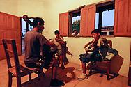 Prove di musica barocca in una stanza a San Rafael.
