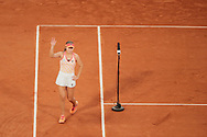 Sofia Kenin (USA) greeted supporters after winned her match over Philippe Chatrier stadium during the Roland Garros 2020, Grand Slam tennis tournament, on October 5, 2020 at Roland Garros stadium in Paris, France - Photo Stephane Allaman / ProSportsImages / DPPI