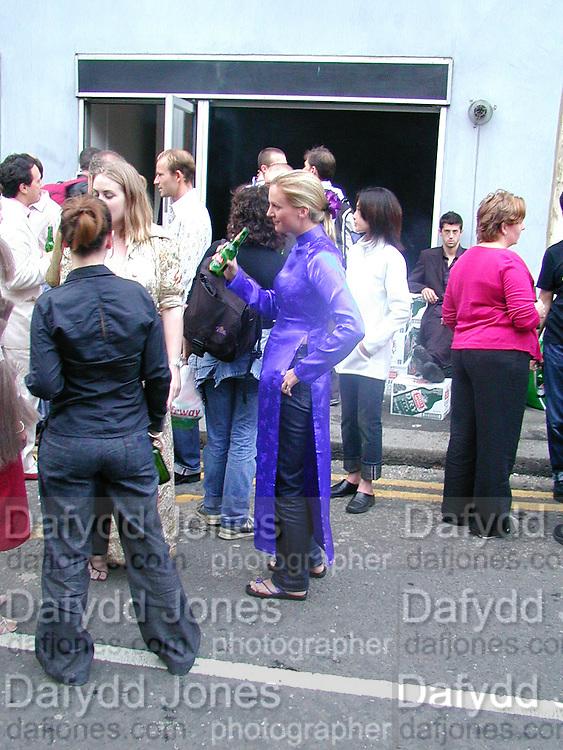 Kate Slade. Tim Noble and Sue Webster, British Wildlife private view. Modern Art. 9 September 2000.  © Copyright Photograph by Dafydd Jones 66 Stockwell Park Rd. London SW9 0DA Tel 020 7733 0108 www.dafjones.com