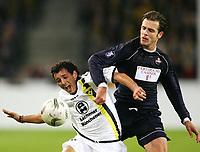 Fotball , 21. oktober 2004, UEFA-Cup Alemannia Aachen - OSC Lille, <br /> v.l. Sergio PINTO Aachen, Rafael SCHMITZ