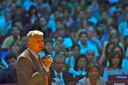 O presidente da Couromoda, Francisco Santos durante a abertura oficial do 12ª Congresso Brasileiro do Calçado que acontece durante a 35ª Feira Internacional de Calçados, Artigos Esportivos e Artefatos de Couro que acontece de 14 a 17 de janeiro de 2008, no Parque Anhembi, São Paulo. FOTO: Jefferson Bernardes / Preview.com