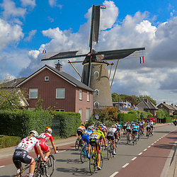 30-08-2018: Wielrennen: Ladies Tour: Gennep<br />Peloton passeerd een molen
