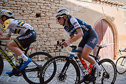 Lizzie Deignan (GBR) takes the cobbles in her stride at the 2020 Clasica Feminas De Navarra, a 122.9 km road race starting and finishing in Pamplona, Spain on July 24, 2020. Photo by Sean Robinson/velofocus.com
