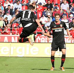 22.09.2012, Coface Arena, Mainz, GER, 1. FBL, 1. FSV Mainz 05 vs FC Augsburg, 4. Runde, im Bild Artistische Ballannahme von Milan Petr?ela (Augsburg)...nahe dran....Andreas Ottl (Augsburg) und Thorsten Oehrl (Augsburg) sowie Adam Szalai (Mainz) // during the German Bundesliga 4th round match between 1. FSV Mainz 05 and FC Augsburg at the Coface Arena, Mainz, Germany on 2012/09/22. EXPA Pictures © 2012, PhotoCredit: EXPA/ Eibner/ Bildpressehaus..***** ATTENTION - OUT OF GER *****