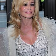 NLD/Amsterdam/20120420 - Show Joan Collins, Conny Breukhoven