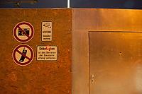 14 JUN 2010, BERLIN/GERMANY:<br /> Verbotsschilder und Warnhinweise, Baustelle fuer den Neubau des Bundesnachrichtendienstes, BND, Chausseestrasse<br /> IMAGE: 20100614-02-010