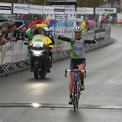 Loes Gunnewijk wint in Breda de derde etappe van de Holland LadiesTour