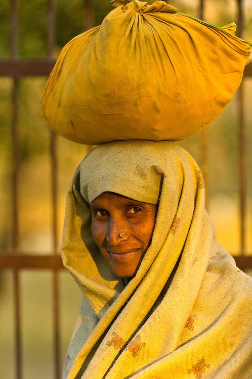 Woman with load on head, Agra, Uttar Pradesh, India